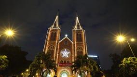 Wideo widok na Notre-Dame katedrze w Ho Chi Minh mieście w Wesoło święto bożęgo narodzenia (Nha Tho Duc półdupki) zdjęcie wideo
