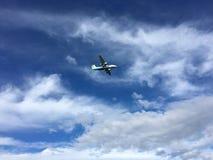 Widerøe-Flug herein für die Landung in Bodø, Norwegen Lizenzfreie Stockfotografie