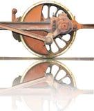Widergespiegeltes Rad von einer Dampfmaschinenlokomotive stockfotos
