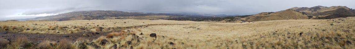 Wideshot av berg Arkivfoto