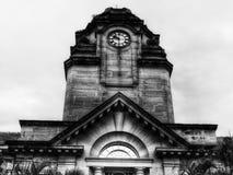Widmowy budynek z zegarem obrazy royalty free