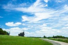 Widnmill herein im Freilichtmuseum nahe Kiew Lizenzfreie Stockfotografie