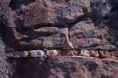 WIDOCZNA BIAŁA kwarcyt skały żyła obrazy stock
