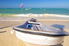 Widok łódź w Punta Cana plaży, republika dominikańska zdjęcie stock
