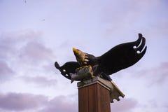 Widok łysego orła drewniana rzeźba w Portowym Alberni, Kanada fotografia royalty free