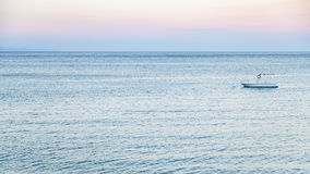 Widok łódź w Ionian morzu w lato zmierzchu Obraz Royalty Free