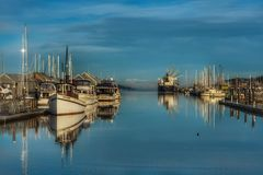 Widok łodzie na marina zdjęcia stock