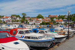 Widok łodzie wiązał przy schronieniem w Frogn, Norwegia Obrazy Royalty Free