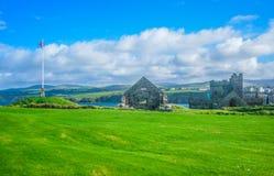 Widok łupa kasztel na górze łupy wzgórza na wyspie mężczyzna Zdjęcia Royalty Free