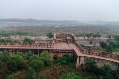 Widok ściany Czerwony fort w Agra z suchą Yamuna rzeką, Agra, Obrazy Stock