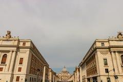 Widok Świątobliwa Peter bazylika, ulica Przez della Conciliazione i, Rzym, Włochy fotografia stock