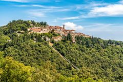 Widok Święta góra Varese jest symbolem miasto Varese Zdjęcia Stock