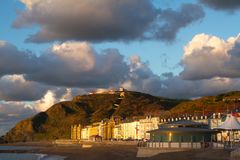 Widok Aberystwyth w wieczór świetle słonecznym fotografia stock
