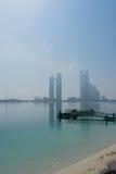 Widok Abu Dhabi linia horyzontu od plaży Obraz Stock