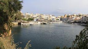 Widok Agios Nikolaos z małym jeziorem Grecja Obraz Royalty Free