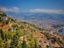 Widok Alanya miasto przed zmierzchem Krajobraz z marina i rewolucjonistki wierza my fechtujemy się w Alanya półwysepie, Antalya o Obraz Royalty Free