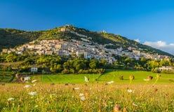 Widok Alvito, Ciociaria, od doliny przy zmierzchem Fotografia Royalty Free
