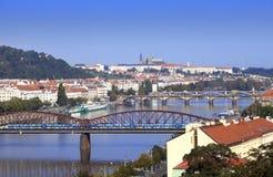 Widok antyczni dachy i mosty przez Vltava Praga cesky krumlov republiki czech miasta średniowieczny stary widok Obrazy Stock