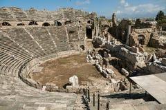 Widok antykwarski rzymski amfiteatr w stronie, Turcja fotografia stock