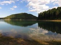 widok Aoos jezioro, Epirus Grecja Zdjęcie Stock