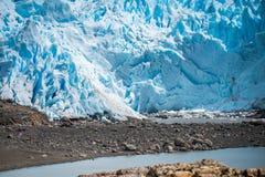 Widok błękitny lodowiec od brzeg Shevelev Obraz Stock