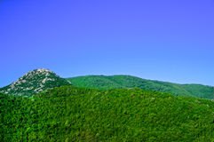 Widok Bałkańskie góry w lecie w Montenegro zdjęcia royalty free