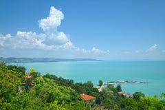 Widok Balaton jezioro, Węgry, od zielonego wzgórza Tihany Zdjęcie Stock