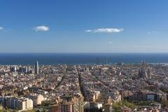 Widok Barcelona, basztowy Agbar bliźniacze wieże i Sagrada Familia bazylika, Zdjęcie Royalty Free
