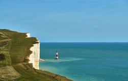 Widok Beachy Kierownicza latarnia morska na East Sussex wybrzeżu obrazy royalty free