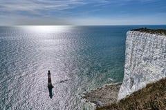 Widok Beachy Kierownicza latarnia morska, sławny punkt zwrotny na południowym wybrzeżu Anglia obraz royalty free
