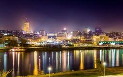Widok Belgrade śródmieście przy nocą obraz stock