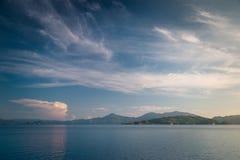Widok bezludne wyspy na wysokich morzach Obraz Stock