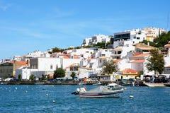 Widok biały miasteczko, Ferragudo, Portugalia fotografia royalty free