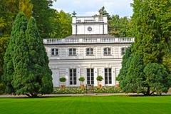 Widok Biały dom w Lazenki parku Warszawa, Polska Fotografia Royalty Free