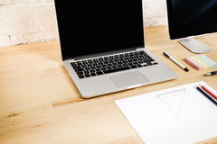 Widok biurko z komputerem Obrazy Royalty Free