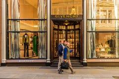 Widok bogaci więzi ulica w London zdjęcia stock