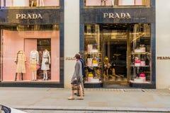 Widok bogaci więzi ulica w London zdjęcie stock