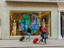 Widok bogaci więzi ulica w London obraz stock