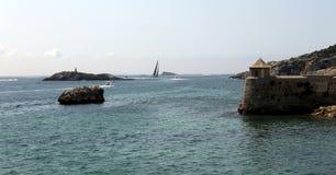 Widok bolwerk w porcie turystyczny miasto Ibiza i morze obrazy royalty free