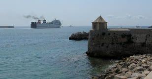 Widok bolwerk w porcie turystyczny miasto Ibiza i morze fotografia stock