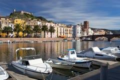 Widok Bosa i fort od rzeki, Sardinia, Włochy Zdjęcia Royalty Free
