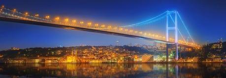 Widok Bosphorus most przy nocą Istanbuł Zdjęcie Royalty Free