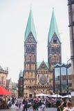 Widok Bremen targowy kwadrat z statuą i tłumem ludzie urzędu miasta, Roland, dziejowy centrum, Niemcy Obrazy Royalty Free