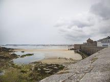 Widok brzeg od świątobliwego malo Zdjęcie Royalty Free