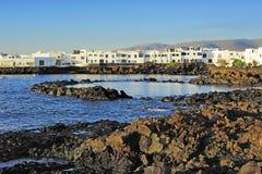 Powulkaniczna brzegowa pobliska Punta Mujeres wioska, Lanzarote wyspa, Może Zdjęcie Royalty Free