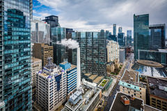 Widok budynki wzdłuż Simcoe ulicy w w centrum Toronto, Onta Zdjęcie Stock