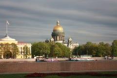 widok bulwar i St Isaac katedra w Petersburg zdjęcie royalty free