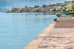 Widok bulwar w Prcanj w Kotor zatoce, Montenegro obraz stock