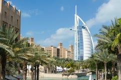 Widok Burj Al Arabski hotel od Medinat Juimerah, Dubaj Obrazy Stock