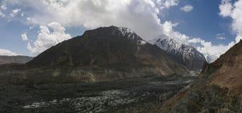 Widok Bwaltar szczyt i Barpu lodowiec, Karakorum góry Pakistan Zdjęcie Royalty Free